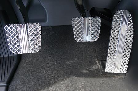 Kenworth Raised Diamond Cut Billet Pedal Set
