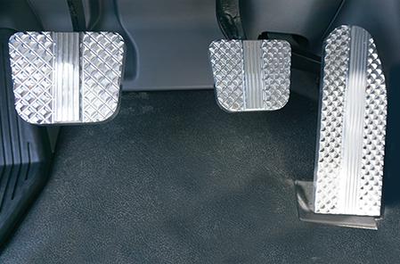 Kenworth Flat Diamond Cut Billet Pedal Set